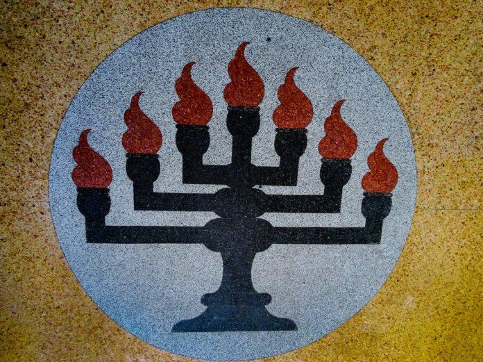 La Menorah, simbolo di Israele, è segretamente custodita in Vaticano o sepolta con il tesoro di Alarico?