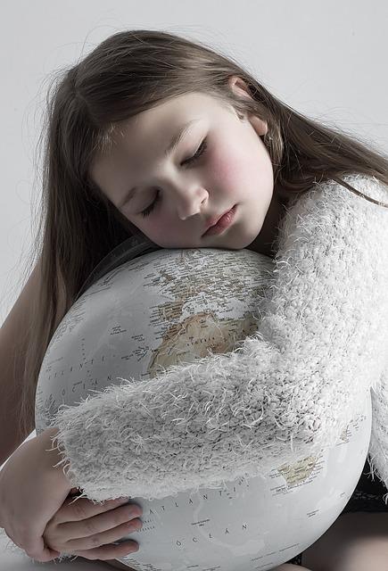 bambina, abbraccio, mondo, tenerezza