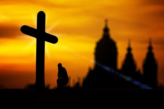 Preghiera croce chiesa
