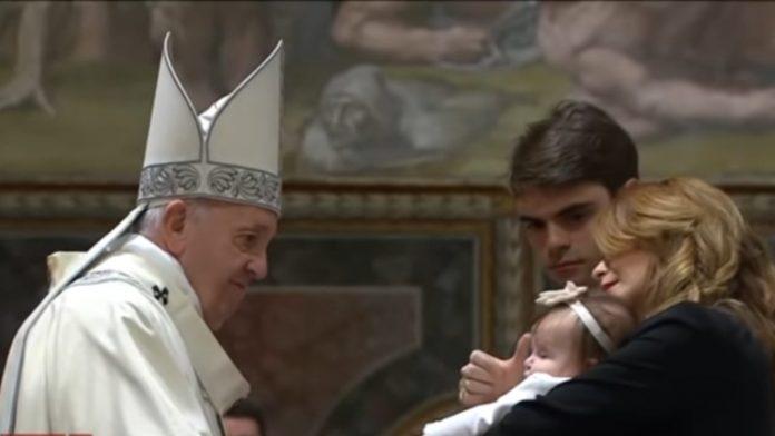 Papa Francesco famiglia battesimo